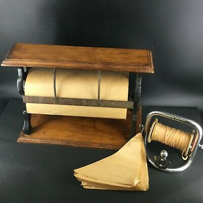 Superbe ensemble de comptoir, composé d'un dérouleur de papier et cordon