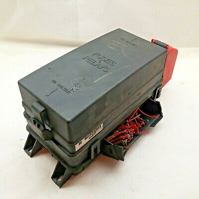 2000-2005 Cadillac Deville Fuse Relay Block Box Assembly