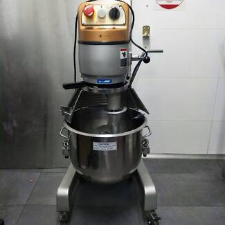 Nearly New Planetary Robot Coupe Mixer 25ltr