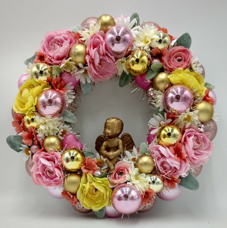 Cupid in a Floral Bower Valentine Ornament Wreath