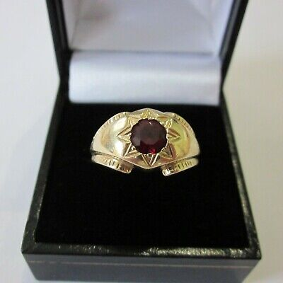 VINTAGE SOLID 9ct. GOLD GARNET SOLITAIRE RING
