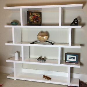 Modern white lacquered high gloss Bookshelf