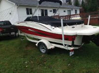 2006 SEA RAY RED AND WHITE BOAT 3