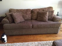 AMAZINGLY COMFORTABLE COUCH IN EXCELLENT CONDITION!!
