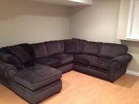 sofa sectionnel neuf payer $3100.00 en  2014 couleur gris $2000.