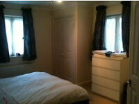 DOUBLE ROOM IN PRIVATE LUXURY BUILDING ZONE 2 CLOSE TO STATION AND SHOPS CHEAP PRICE FOR QUICK LET