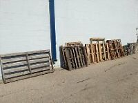 Free - Wooden Pallets