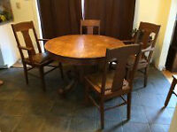 Antique oak dining table w/ 5 chairs