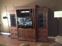 meuble de télévision et 2 tables de salon