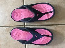 MINNIE MOUSE CROCS SIZE 8