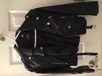 CROPPED FAUX LEATHER JACKET FROM NASTY GAL. SIZE SMALL. NEW.
