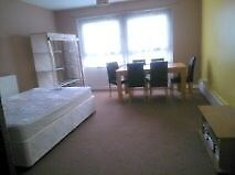 Large Double Room, Greenwich close to university and O2 - Travellers & Students