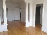 Renovated 4 1/2 only minutes from downtown Montreal
