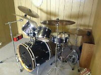 5 Piece Yamaha Rydeen Drum Set - needing love and playtime!