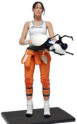 """Portal 2 - 7"""" Scale Action Figure - Chell with Light-Up ASHPD Accessory - NECA"""