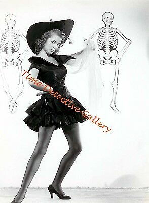 Janet Leigh Halloween (Janet Leigh Dressed as a Halloween Witch - 1940s - Vintage Photo)