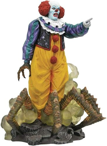 DIAMOND SELECT TOYS Horror Movie Gallery: It 1990 Classic Pennywise PVC Figure
