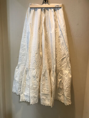 BIG WHITE VICTORIAN SKIRT WITH STRING TIES
