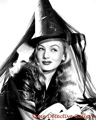 Actress In Halloween (Actress Veronica Lake in Witch Attire (2) - Celebrity Photo)