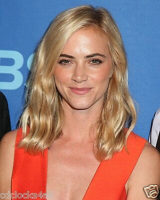 Emily Wickersham   Ncis  8 X 10 Glossy Photo Picture Image  3