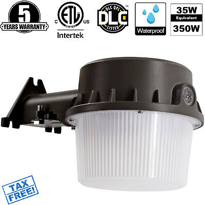 Outdoor LED Barn Yard Street Security Light Dusk to Dawn Waterproof Floodlight
