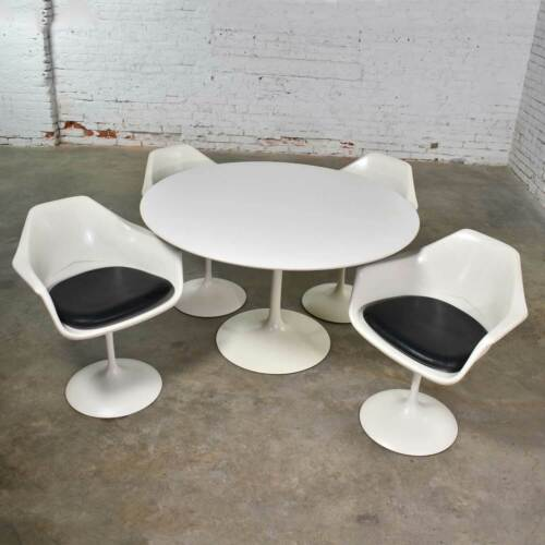 Tulip Style White Fiberglass Swivel Chairs and Table by Umanoff for Contemporary