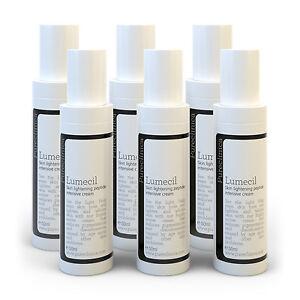 La poudre pour la peau avec les taches de pigment