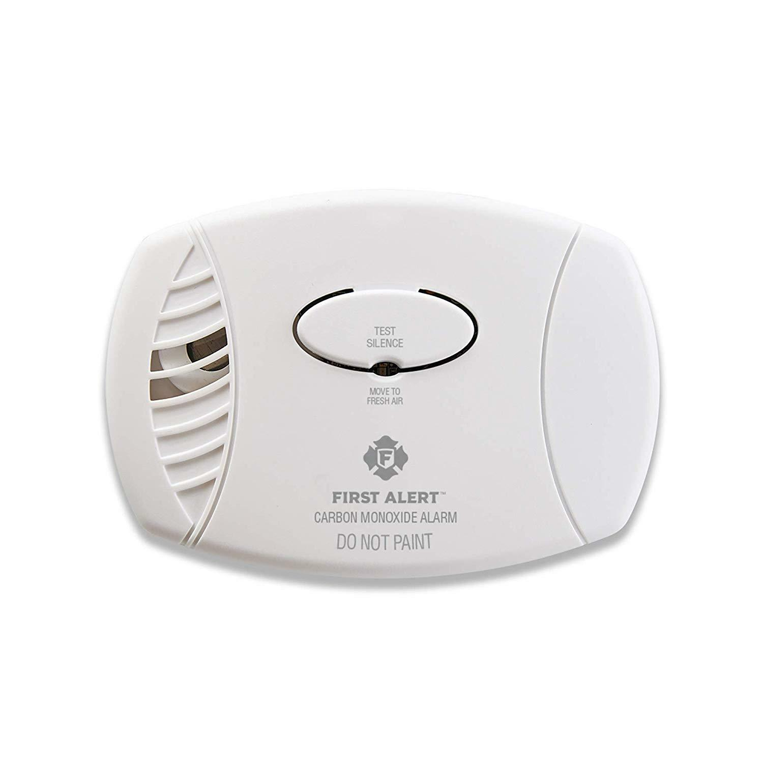 First Alert Carbon Monoxide Detector Alarm, Plug-In with Bat