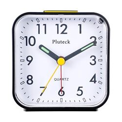 Pluteck Non Ticking Analog Alarm Clock with Nightlight and Snooze/Ascending