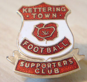 KETTERING-TOWN-FC-Vintage-SUPPORTERS-CLUB-Badge-Brooch-pin-in-gilt-23mm-x-27mm