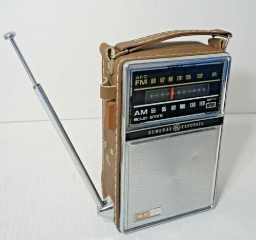 Vintage General Electric GE Radio Portable AM/FM 7-2877F  Solid State Dual Power