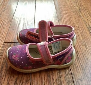 Indoor shoes size 7 toddler