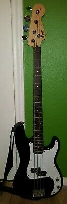 Fender Squier 4 string P-Bass Affinity w/protective bag, cable, tuner and picks