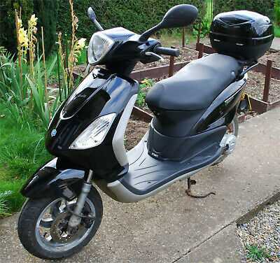 PIAGGIO FLY - 50cc SCOOTER - BLACK - ONE YEAR MOT, ONE PREVIOUS OWNER