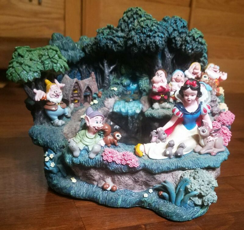 Working Disney Light Up WATER FOUNTAIN Snow White & the 7 Dwarves