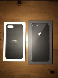 iPhone 8 - Space grey + black leather Apple case