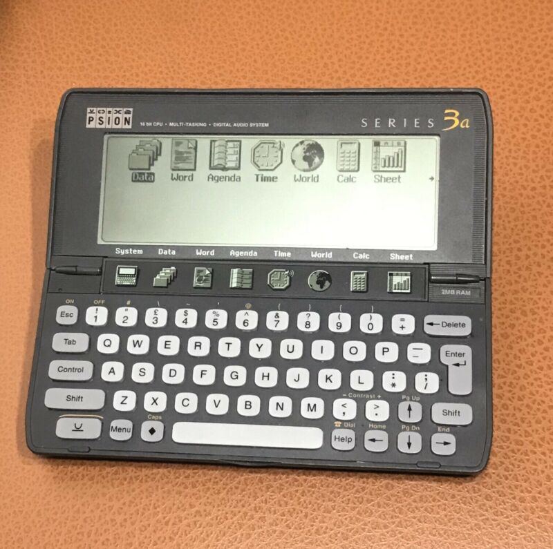 PSION Series 3a PDA 2MB RAM 512K FLASH CARD UK (Missing Battery Cover)