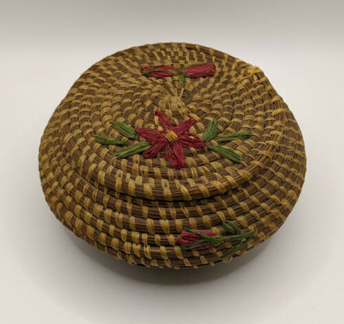 Vintage Coushatta Koasati Native American Pine Needle Basket with Lid