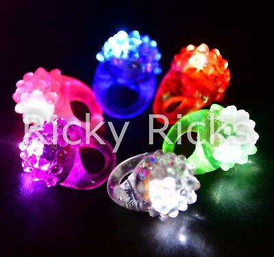 Light Up Ring (100 PACK Light-Up Jelly Bumpy Rings Flashing LED Bubble Rave Party Color)