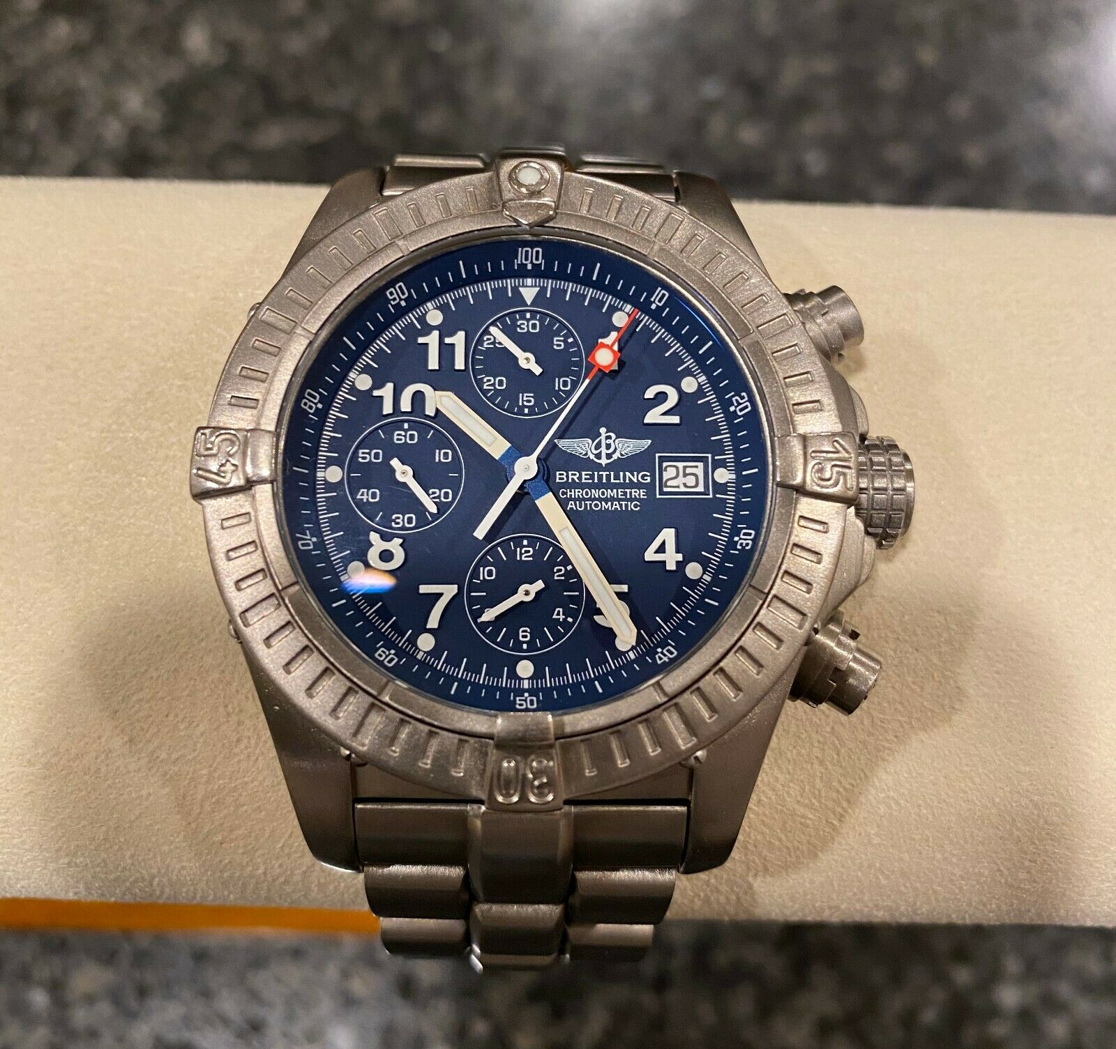 Breitling Avenger Titanium Chronograph Mens Watch with blue dial E13360
