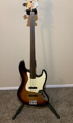Fender jazz bass -FRETLESS W/HSC