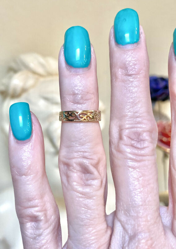 Pretty Antique 14 Kt. Yellow Gold Filigree Pinky Or Mid-Finger Ring
