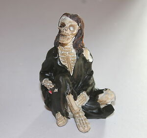 Skeleton-Pirate-Ornament-a-Weird-and-Bizarre-Present-or-Gift