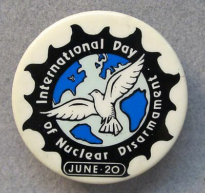 1983 INTERNATIONAL DAY OF NUCLEAR DISARMAMENT Livermore Action pinback button