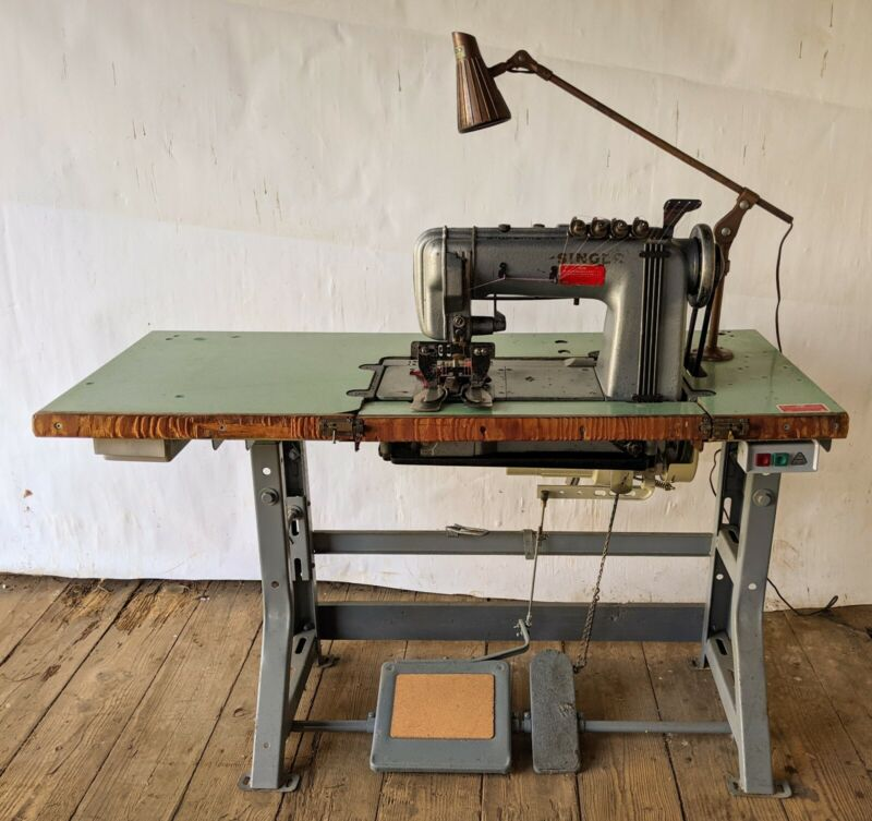 SINGER Model 300-41 Chainstitch Sewing Machine + Table & 110/220V Motor