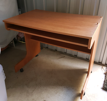 Very good condition Computer desk 89 cm x 59 cm, Height 76 cm