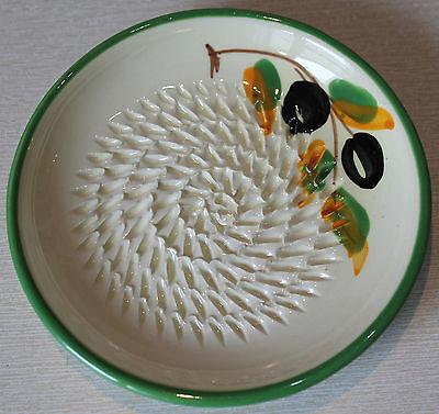 Reibeteller, Keramik, Handarbeit, Motiv: Oliven, weiss/grün, Käse Knoblauch usw,
