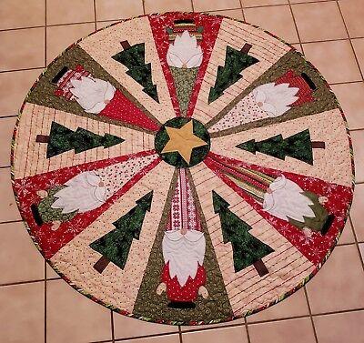 quilt pattern, Christmas Tree Skirt, Santa, Gnomes, Table Topper, Nisse, Elf Christmas Tree Skirt Quilt