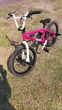 """Hot Pink Diamond Back """"Joker"""" BMX McLeods Shoot Byron Area Preview"""