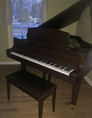 Yamaha Baby Grand Piano Satin Walnut GH1B -Excellent Condition